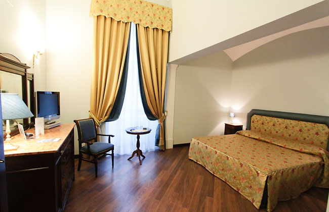Decumani hotel de charme napoli and 50 handpicked hotels for Hotels de charme