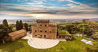 Castello di Segalari Castagneto Carducci Isola d'Elba hotels